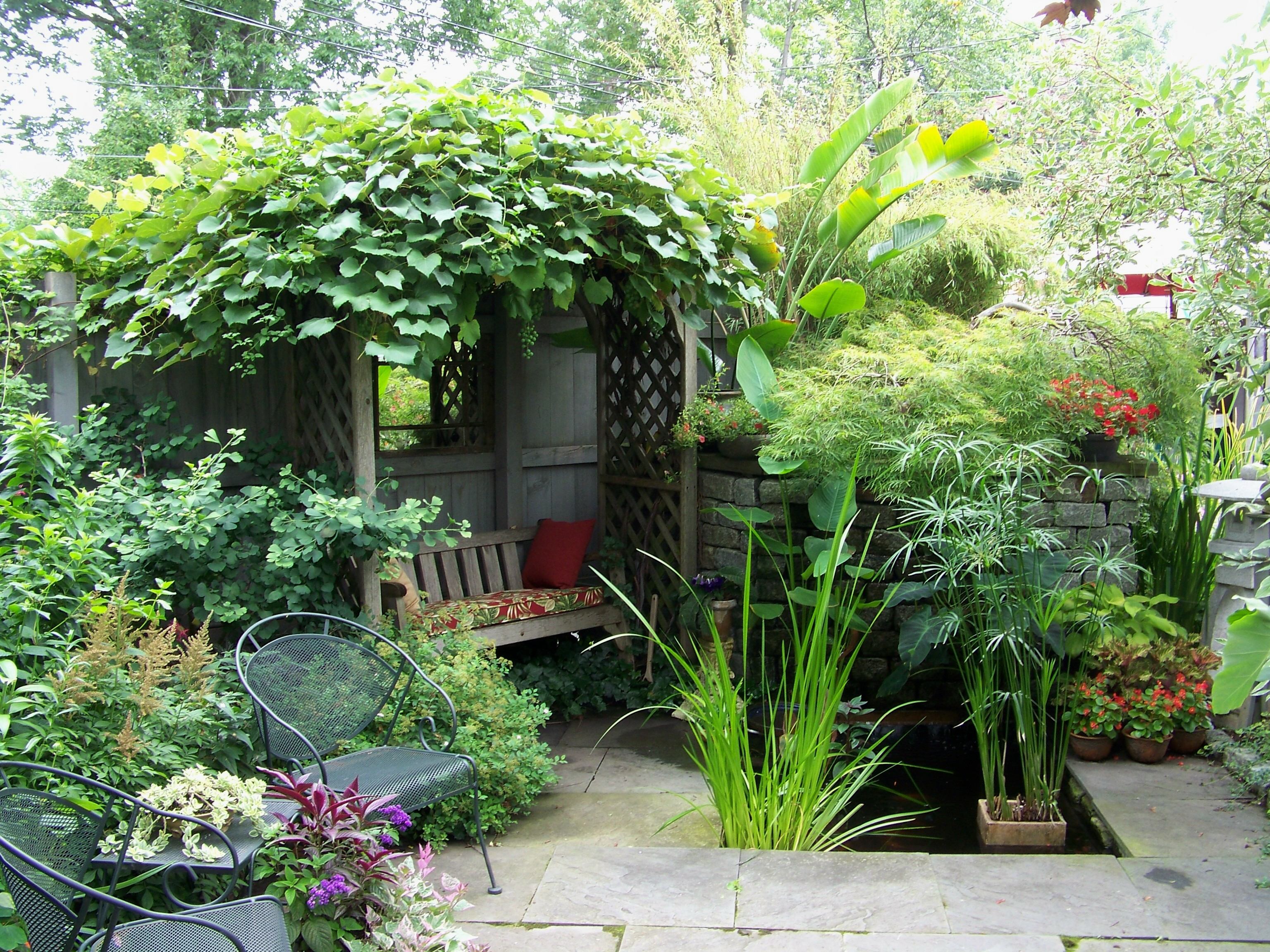 5 amazing small yard garden ideas nlc loans for Decoraciones jardines